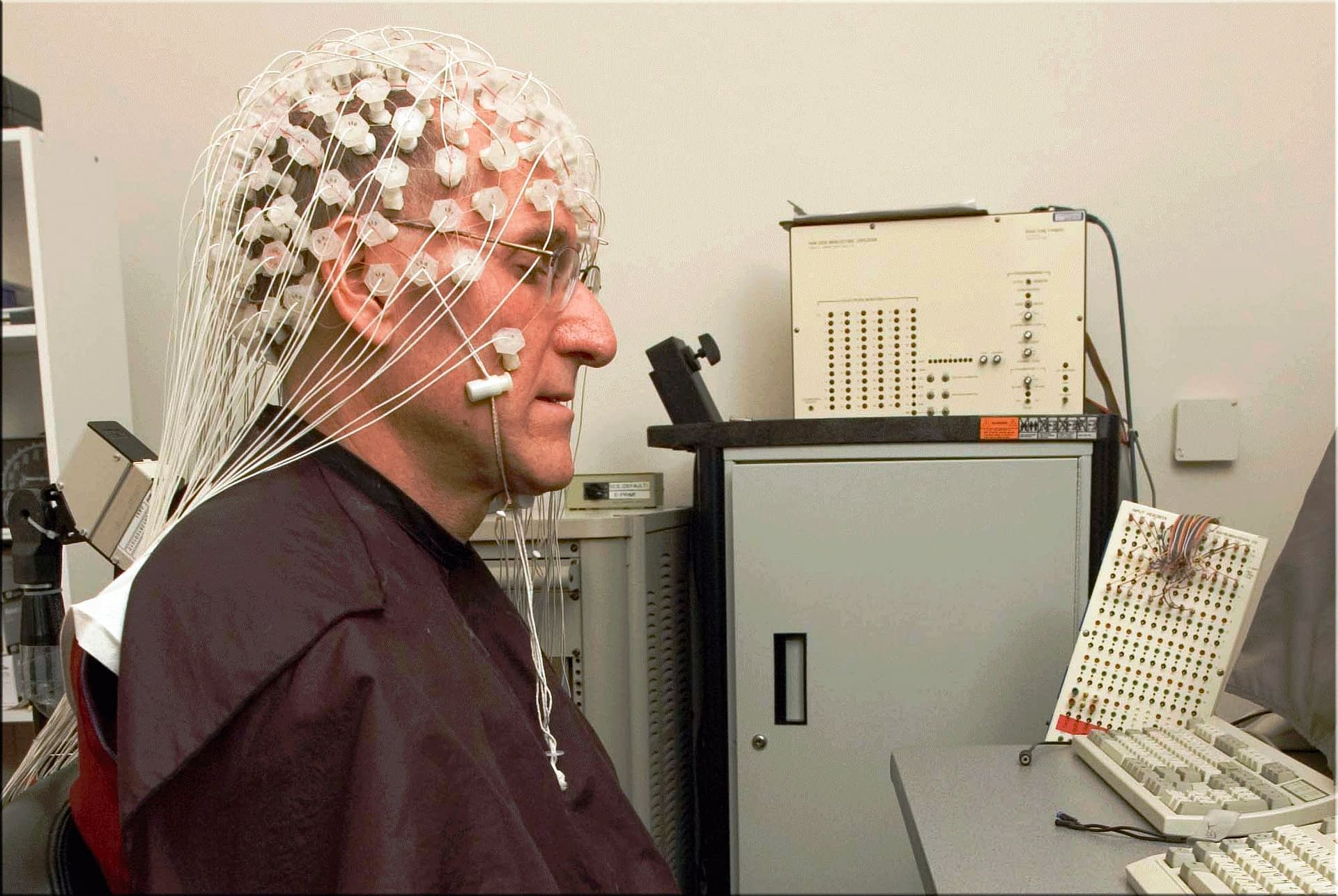 Buddhist monk breaks the scales of brain activity while meditating in a laboratory